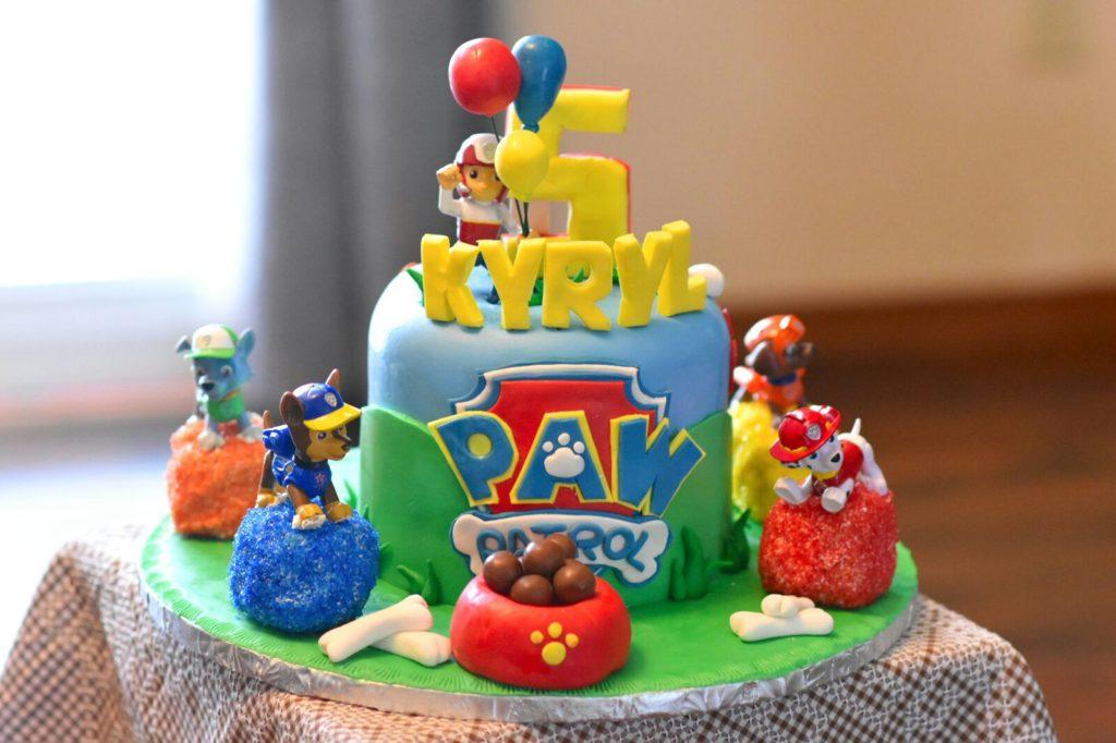 Bánh sinh nhật chú chó đốm
