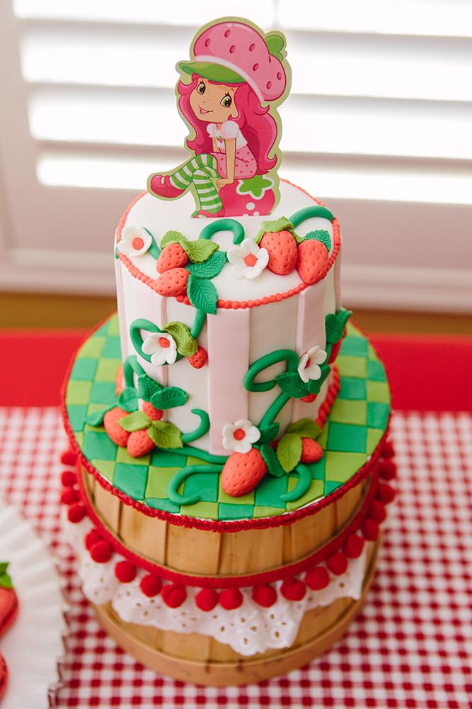 Bánh sinh nhật cô nàng dâu tây