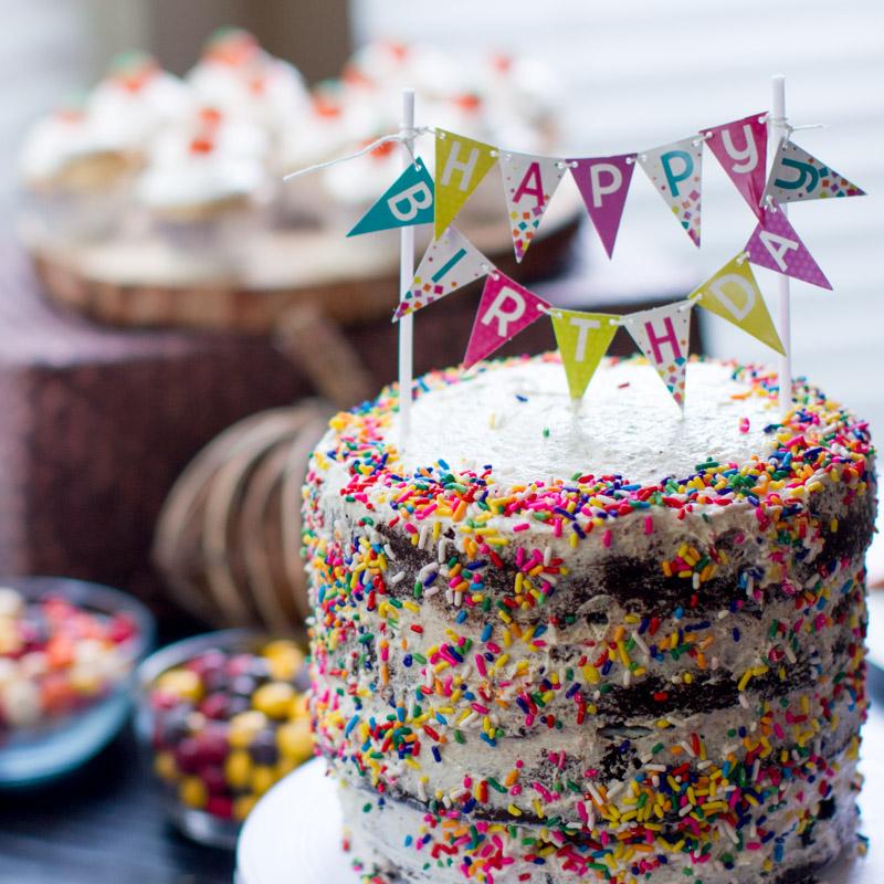 Bánh sinh nhật sắc màu