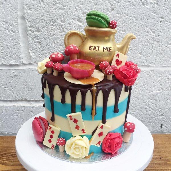 Bánh sinh nhật xứ sở thần kì