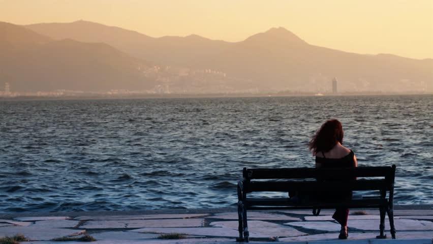Hình ảnh cô đơn một mình