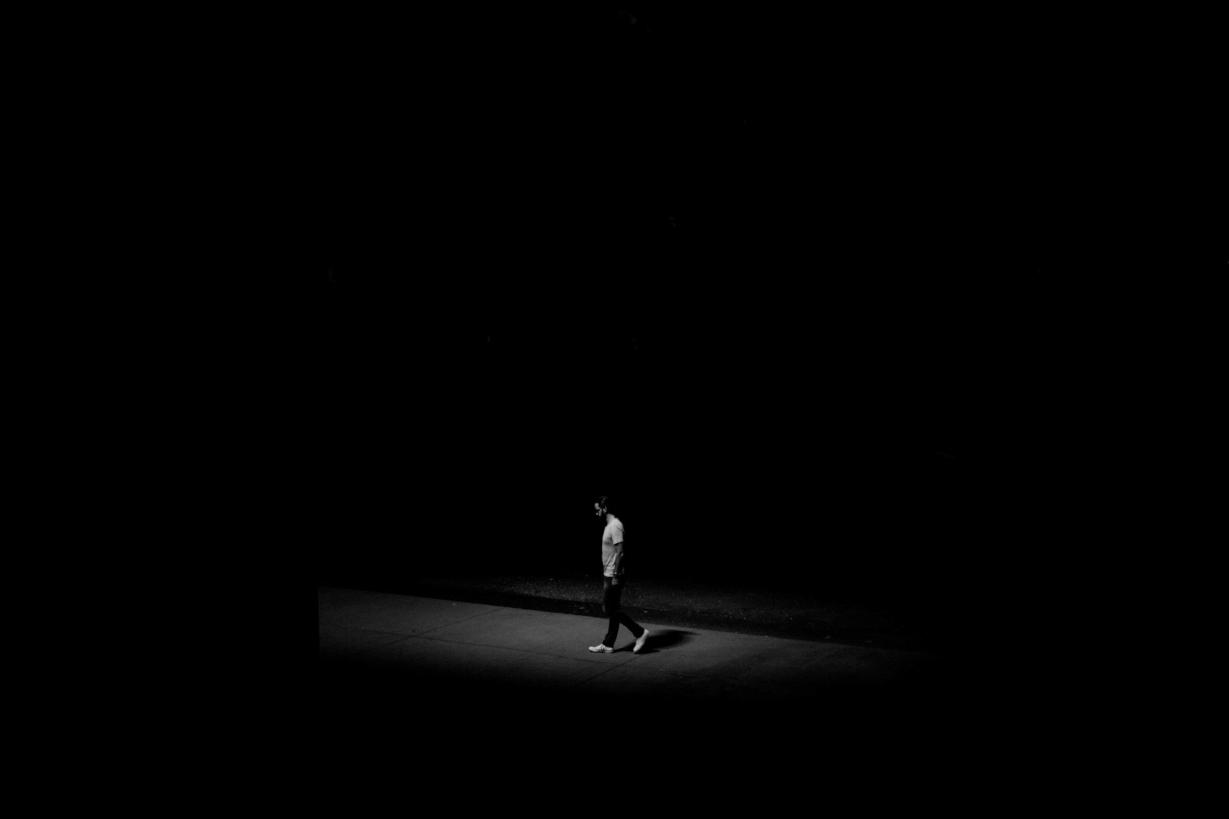 Hình ảnh cô đơn trong đêm đẹp