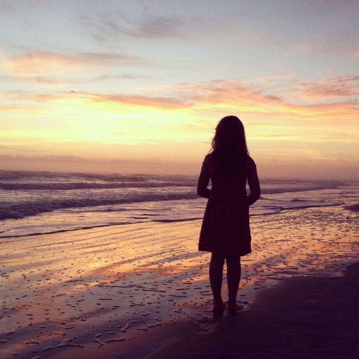 Hình ảnh con gái cô đơn