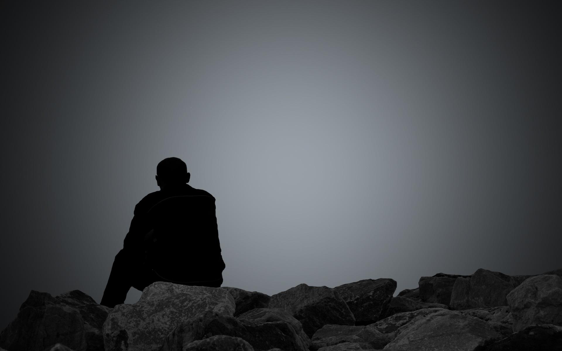Hình ảnh con trai buồn cô đơn