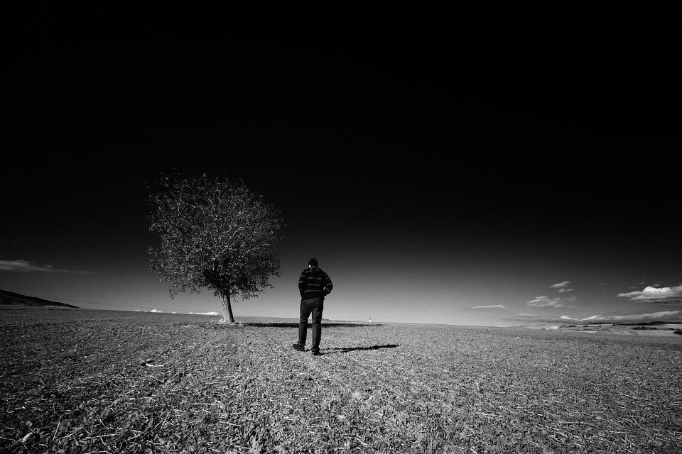 Hình ảnh người đàn ông cô đơn đẹp