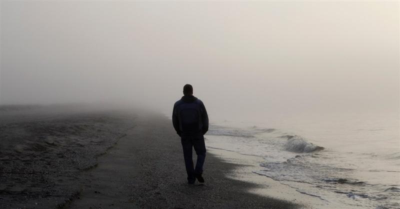 Hình ảnh người đàn ông cô đơn