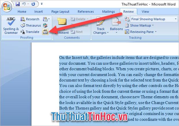 Vào mục Review, chọn biểu tượng Word Count trong Proofing