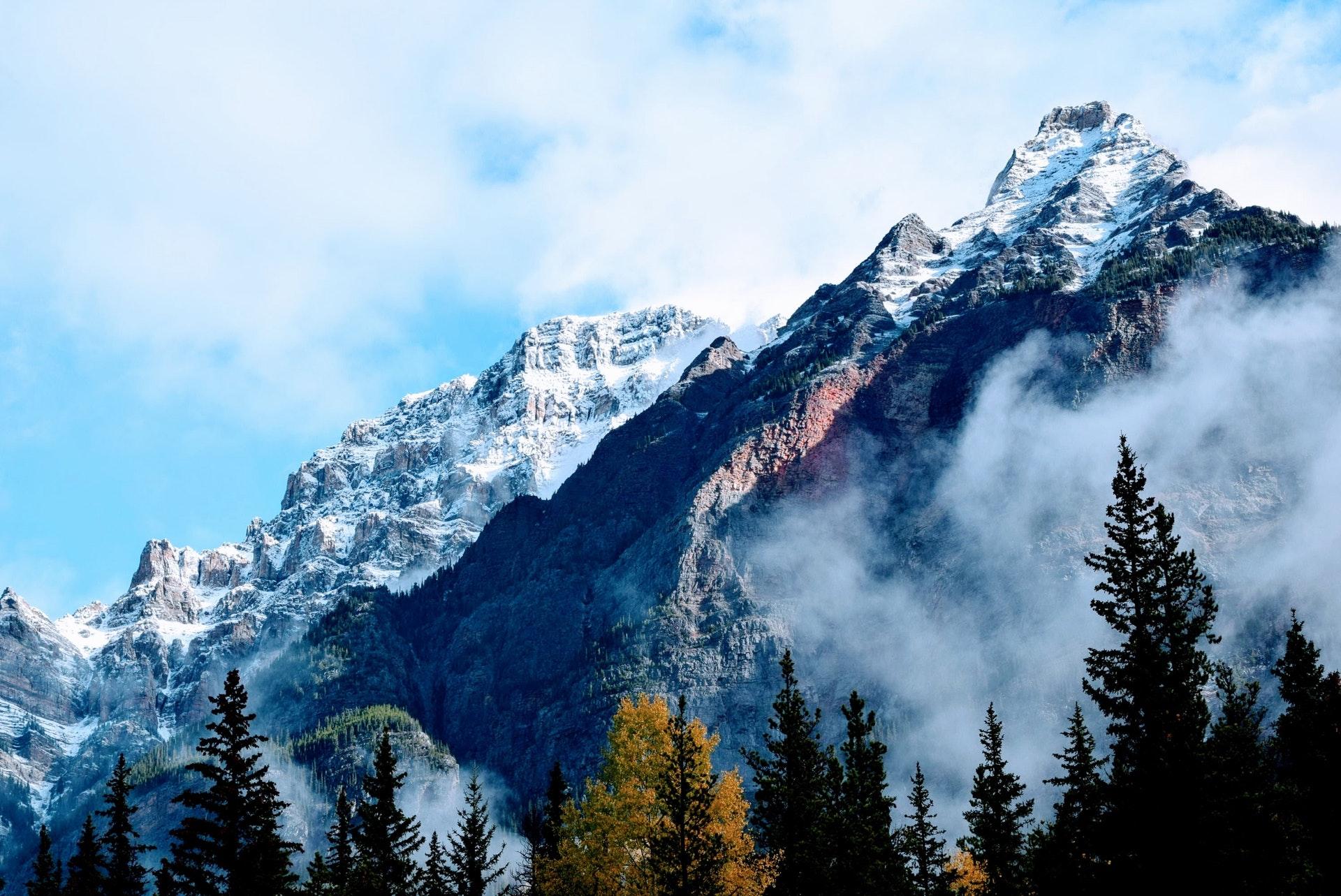 Hình nền thiên nhiên núi rừng hùng vĩ