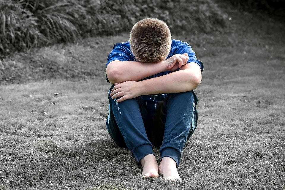 Hình ảnh chàng trai buồn cô đơn trong tình yêu