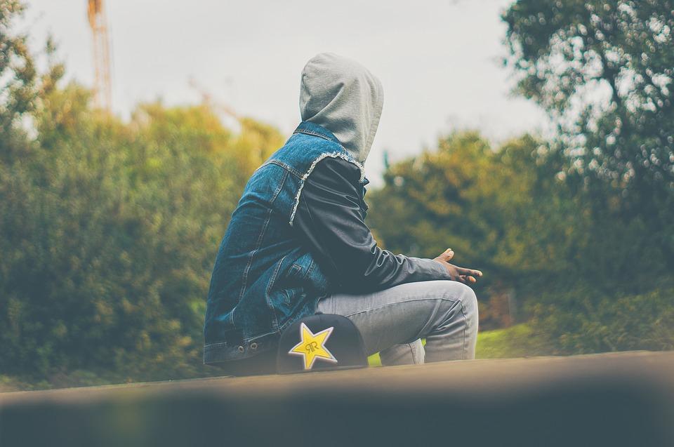 Hình ảnh chàng trai cô đơn trong cuộc sống