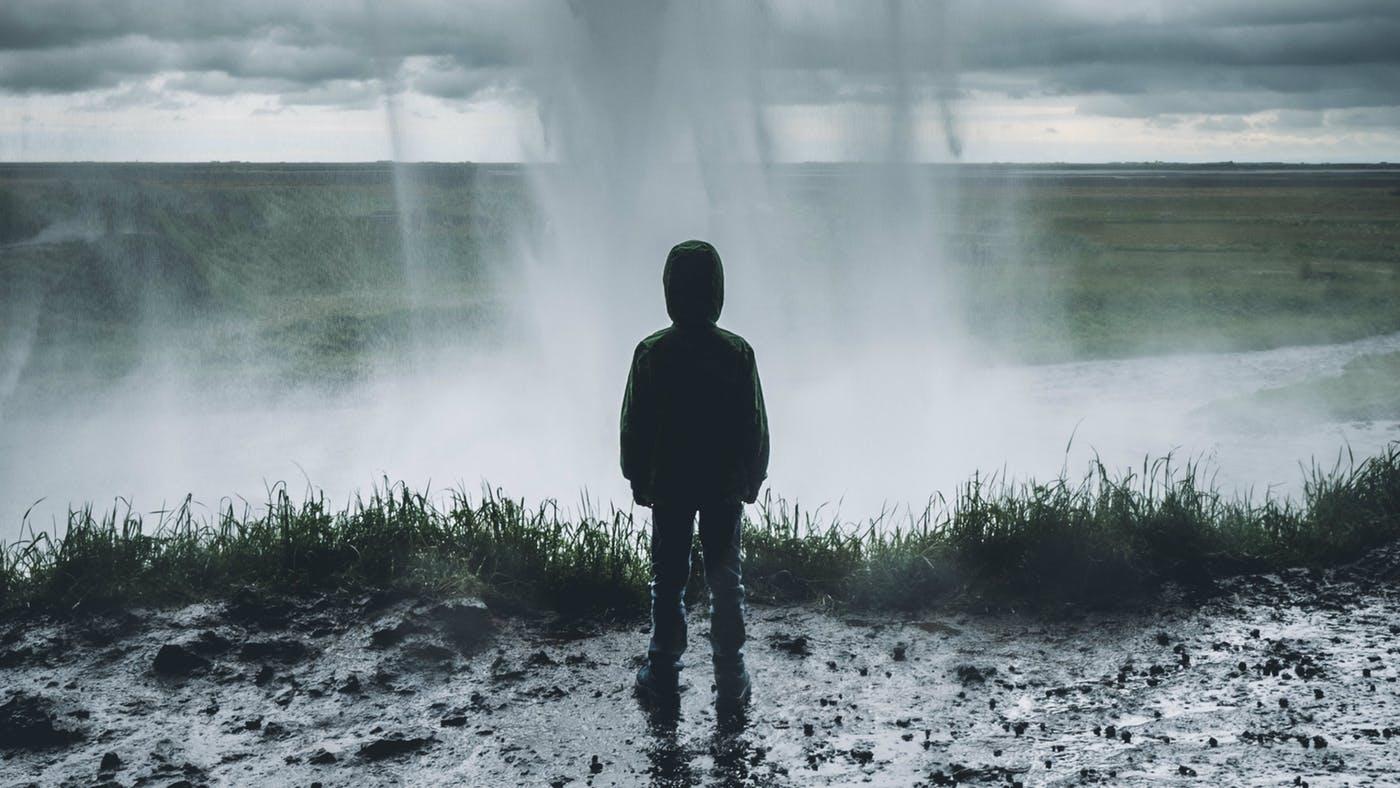 Hình ảnh cô đơn đầy tâm trạng trong cuộc sống