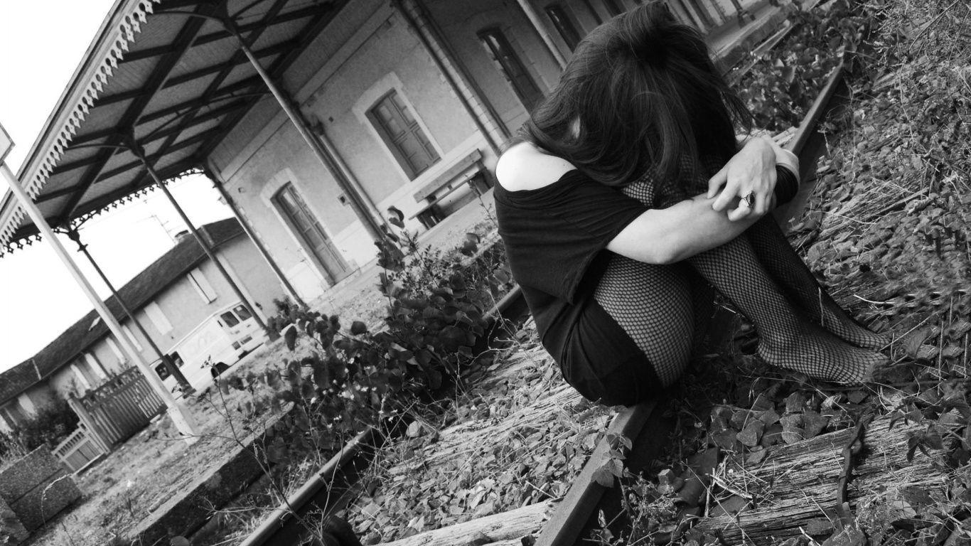 Hình ảnh người con gái buồn đầy tâm trạng và thất vọng trong cuộc sống