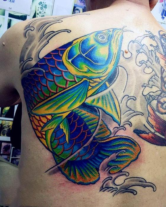 Hình xăm cá chép màu xanh