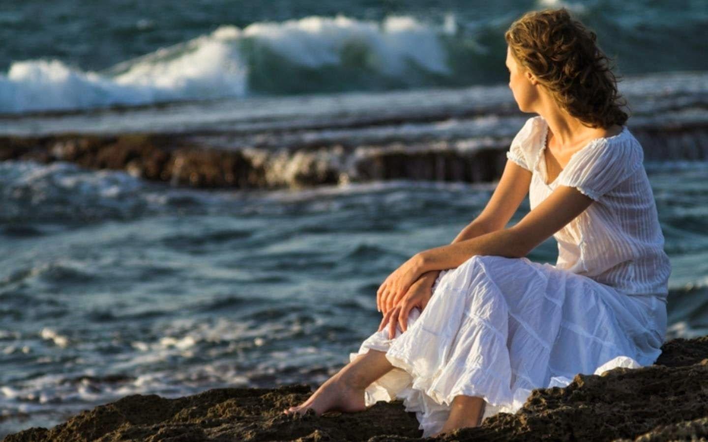 Toàn cảnh buồn và đầy tâm trạng của cô gái cô đơn
