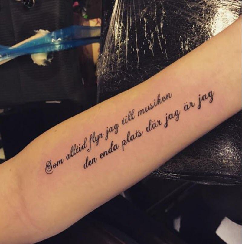 Hình xăm chữ đẹp ở cánh tay cho nữ