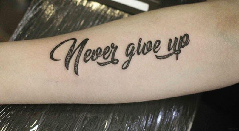 Hình xăm chữ never give up tạo đông lực trong cuộc sống