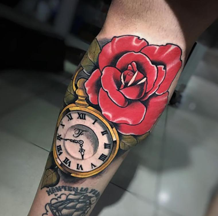 Hình xăm hoa hồng kết hợp với đồng hồ đẹp nhất cho nữ