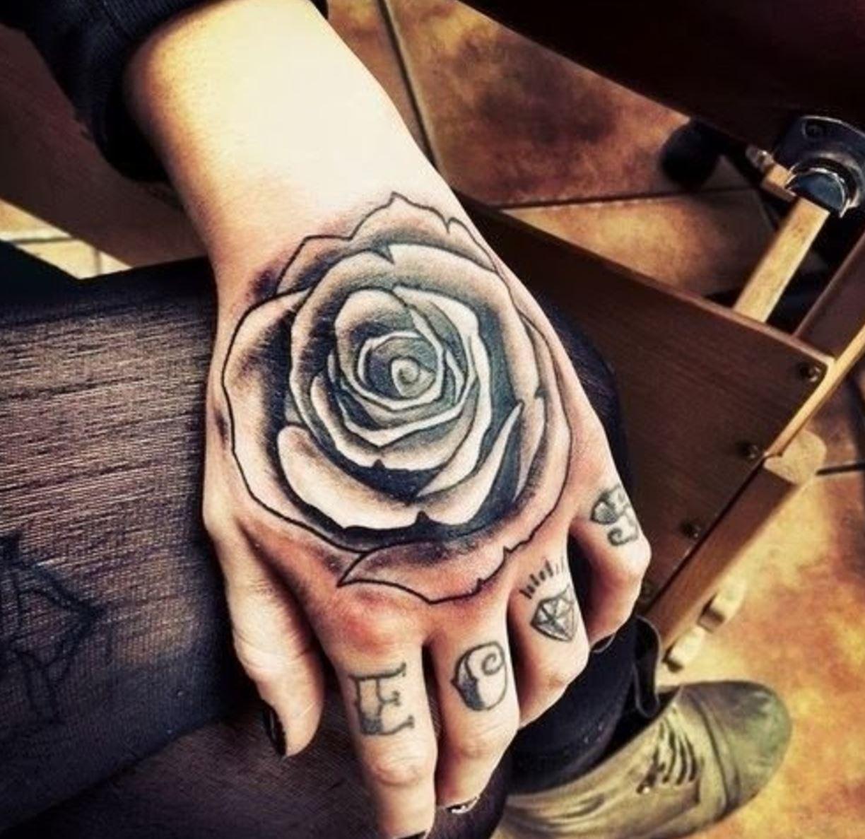 Hình xăm hoa hồng kín tay cho nữ đẹp nhất