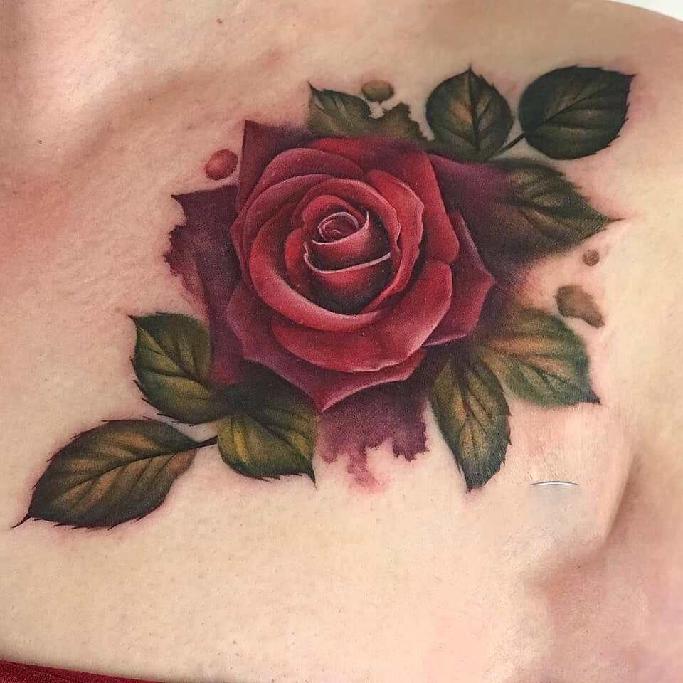 Xăm hoa hồng ở ngực cho nữ thì hình như nào đẹp nhất
