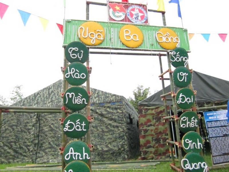 Cổng trại mừng ngày 263 của trường THPT Phan Bội Châu  đẹp nhất