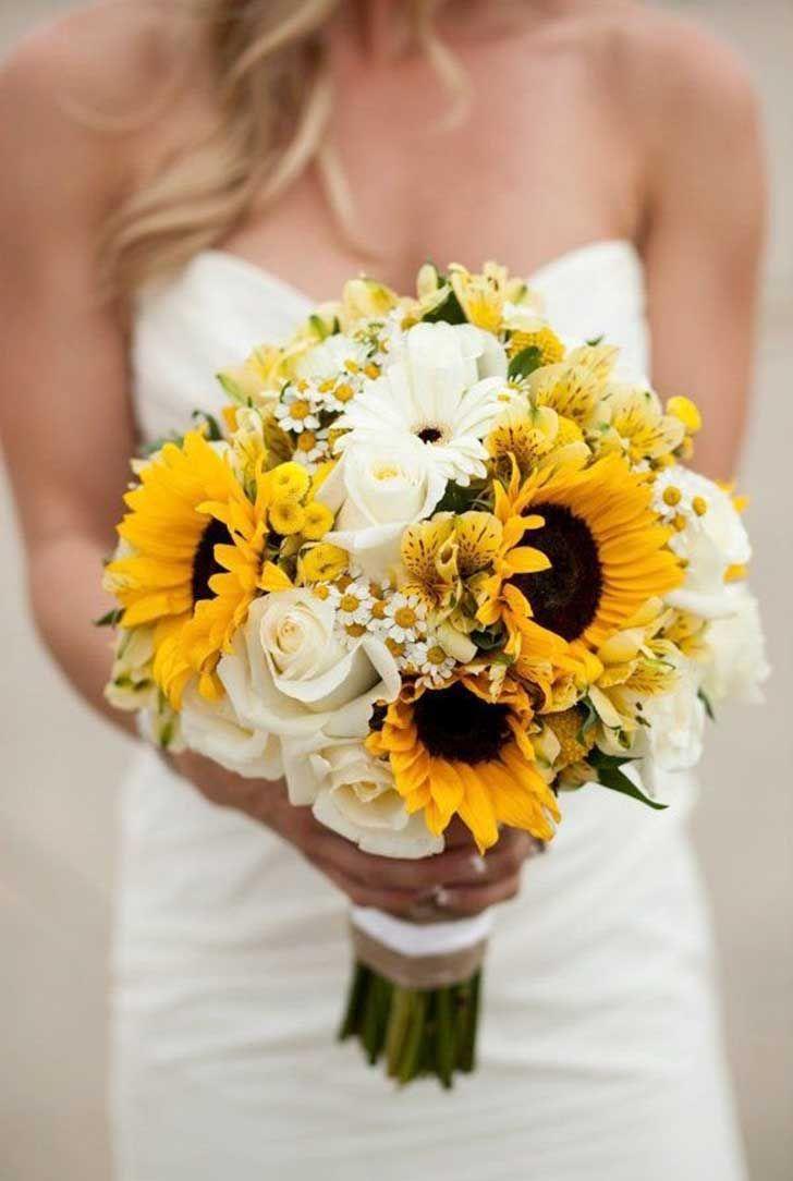 Bó hoa hướng dương cầm tay cô dâu đẹp