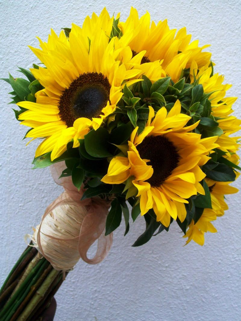 Hoa cưới cầm tay hướng dương