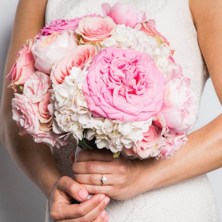 Hoa cưới cầm tay màu hồng