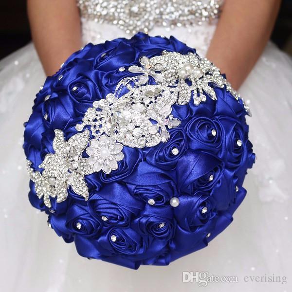 Hoa cưới giả cầm tay