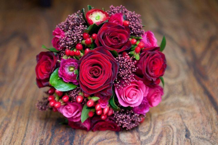 Hoa hồng cầm tay ngày cưới
