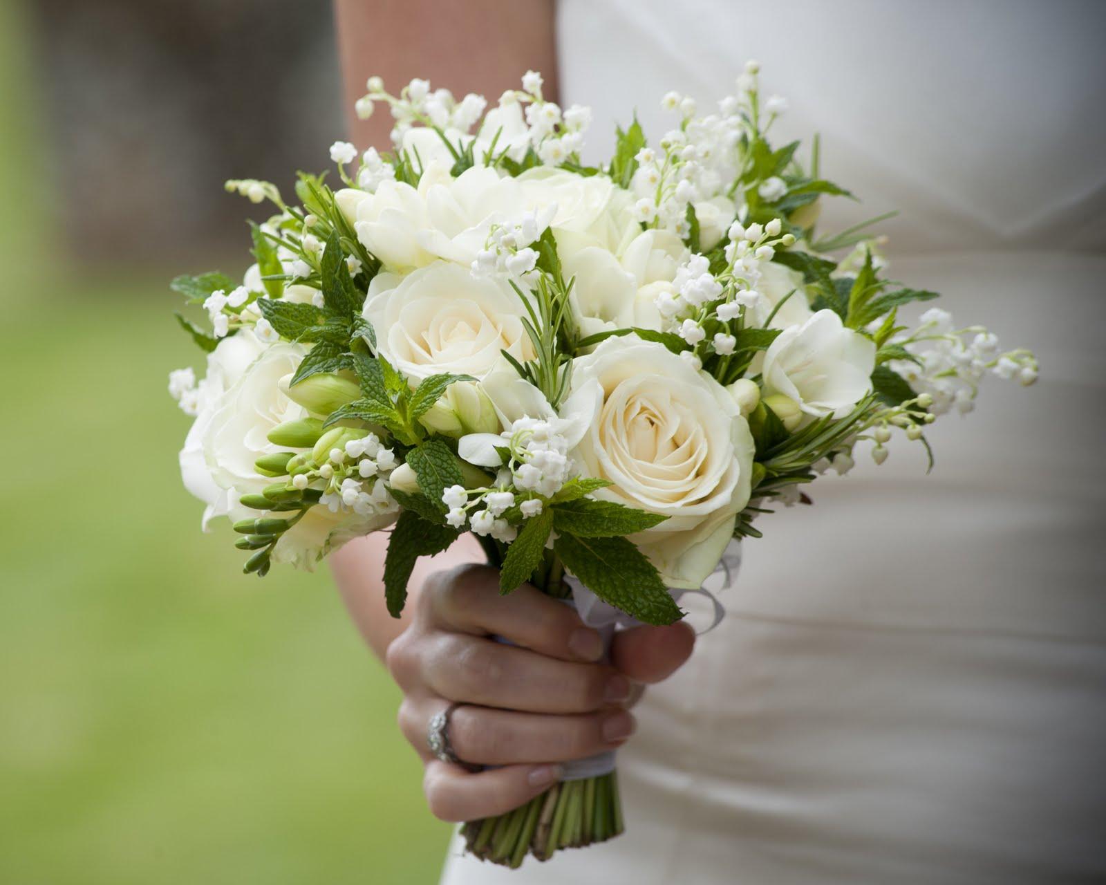 Mẫu hoa cầm tay cô dâu đẹp trong ngày cưới