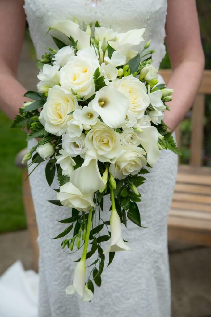 Mẫu hoa cho cô dâu cầm tay đẹp