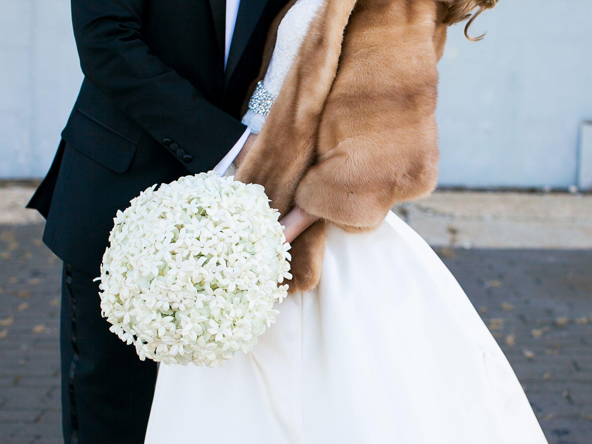 Mẫu hoa cưới cầm tay đơn giản đẹp