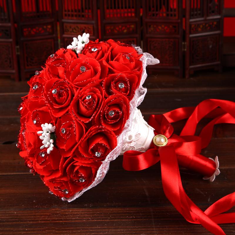 Mẫu hoa cưới cầm tay hoa hồng đỏ đẹp