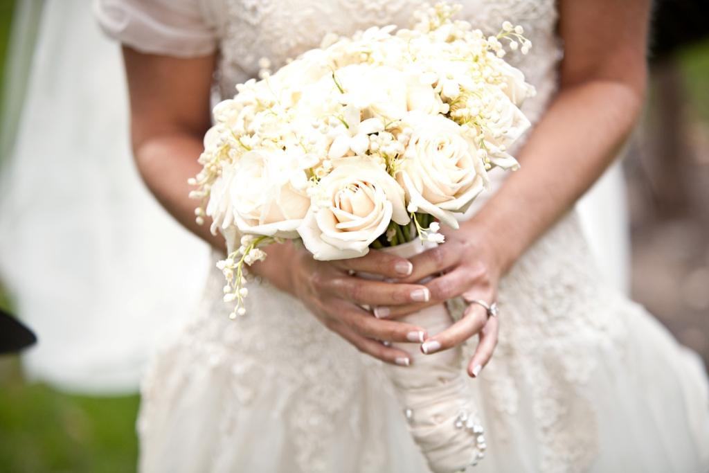 Mẫu hoa cưới cầm tay màu trắng đẹp