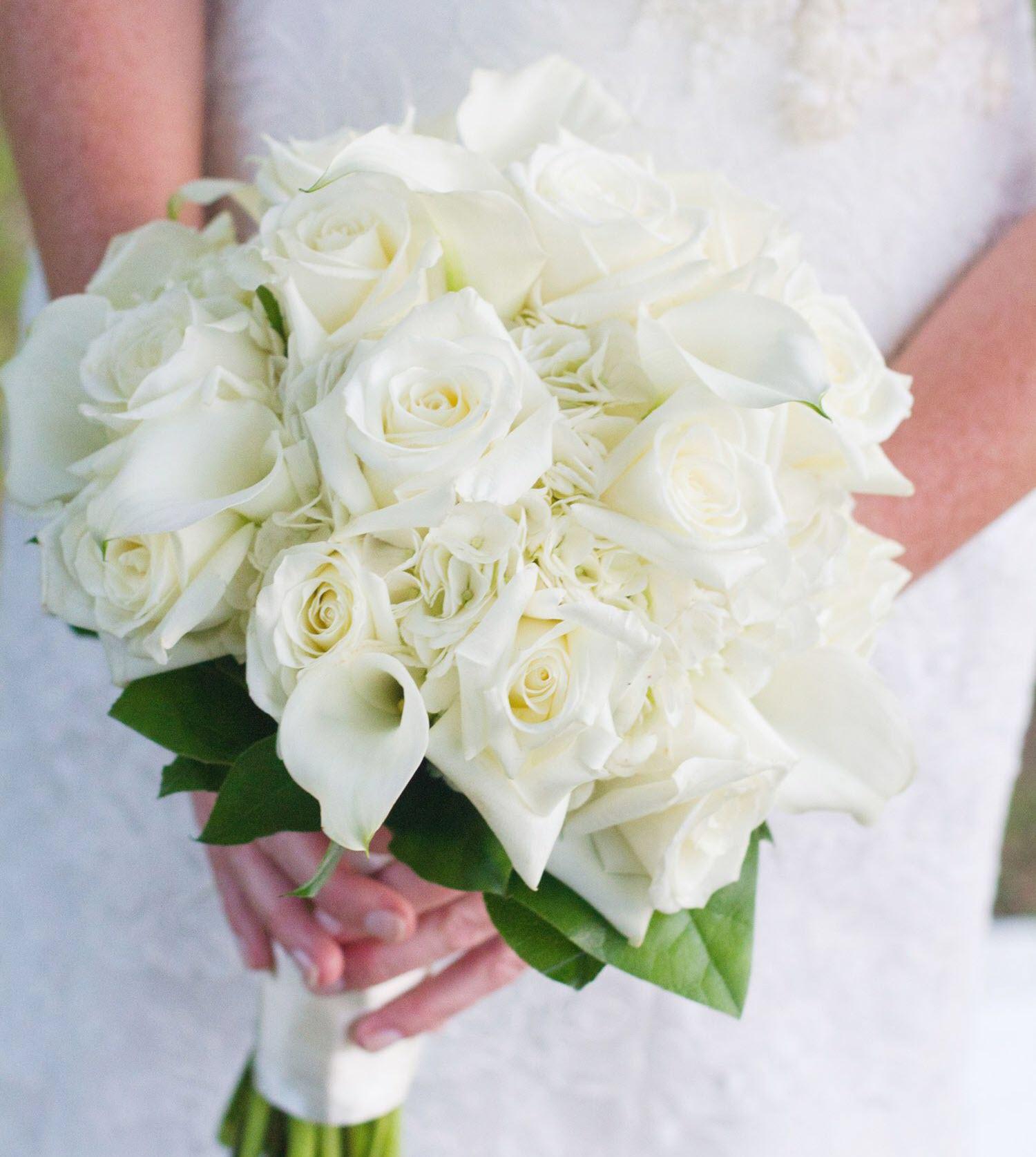 Mẫu hoa cưới cầm tay màu trắng