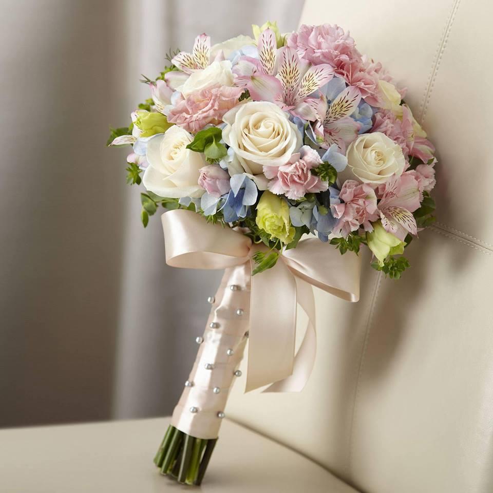 Mẫu hoa cưới cực xinh cho cô dâu cầm tay