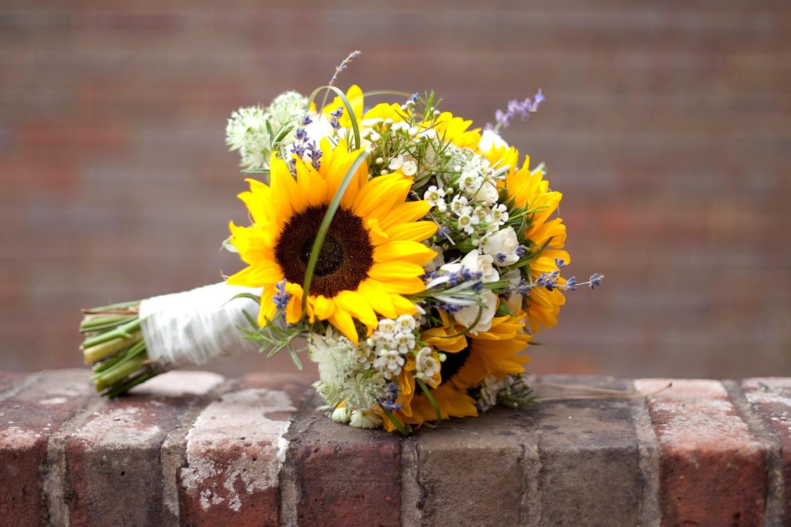 Mẫu hoa cưới đẹp bằng hoa hướng dương