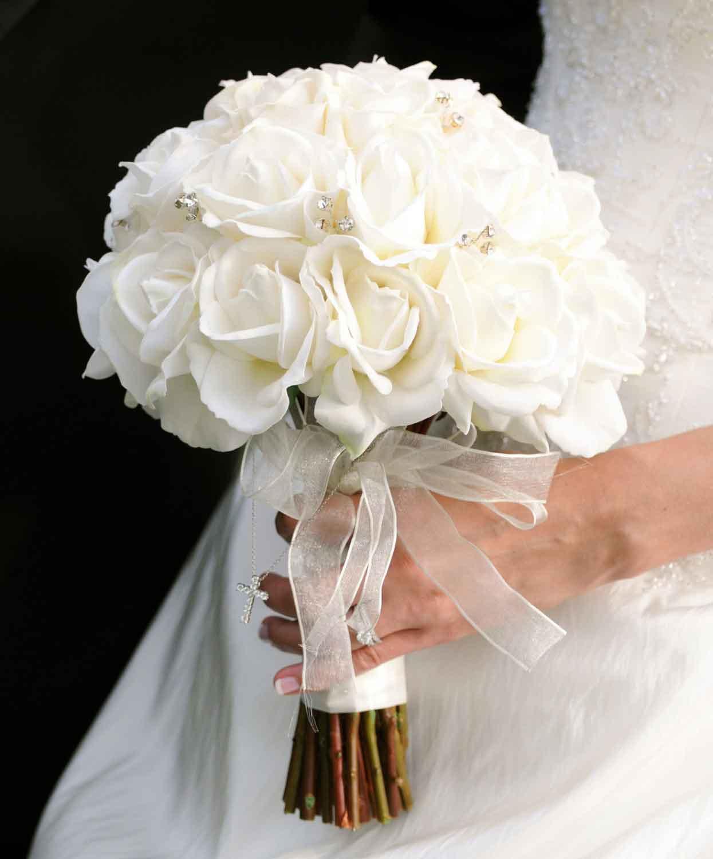 Mẫu hoa cưới làm từ hoa hồng trắng cực đẹp