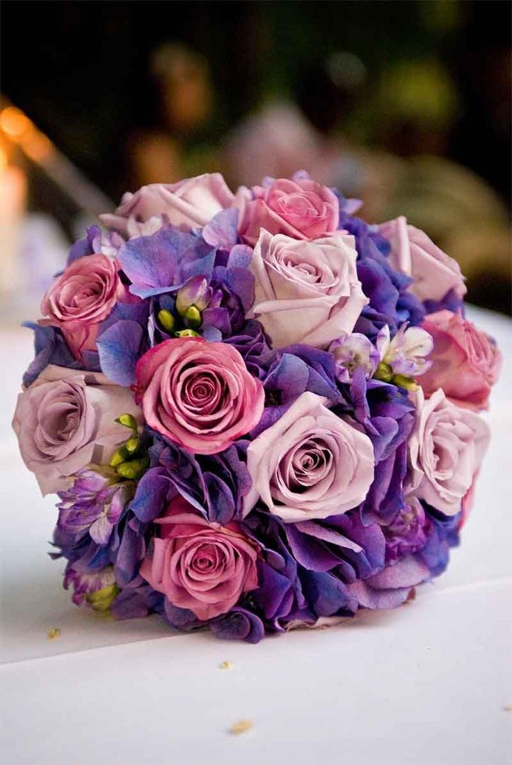 Mẫu hoa đẹp cho cô dâu cầm tay ngày cưới