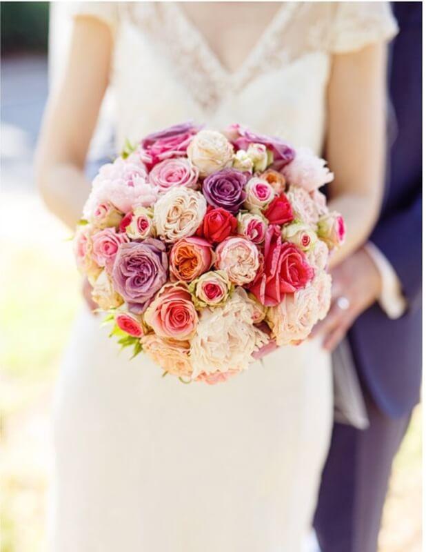 Mẫu hoa tròn cầm tay cô dâu đẹp