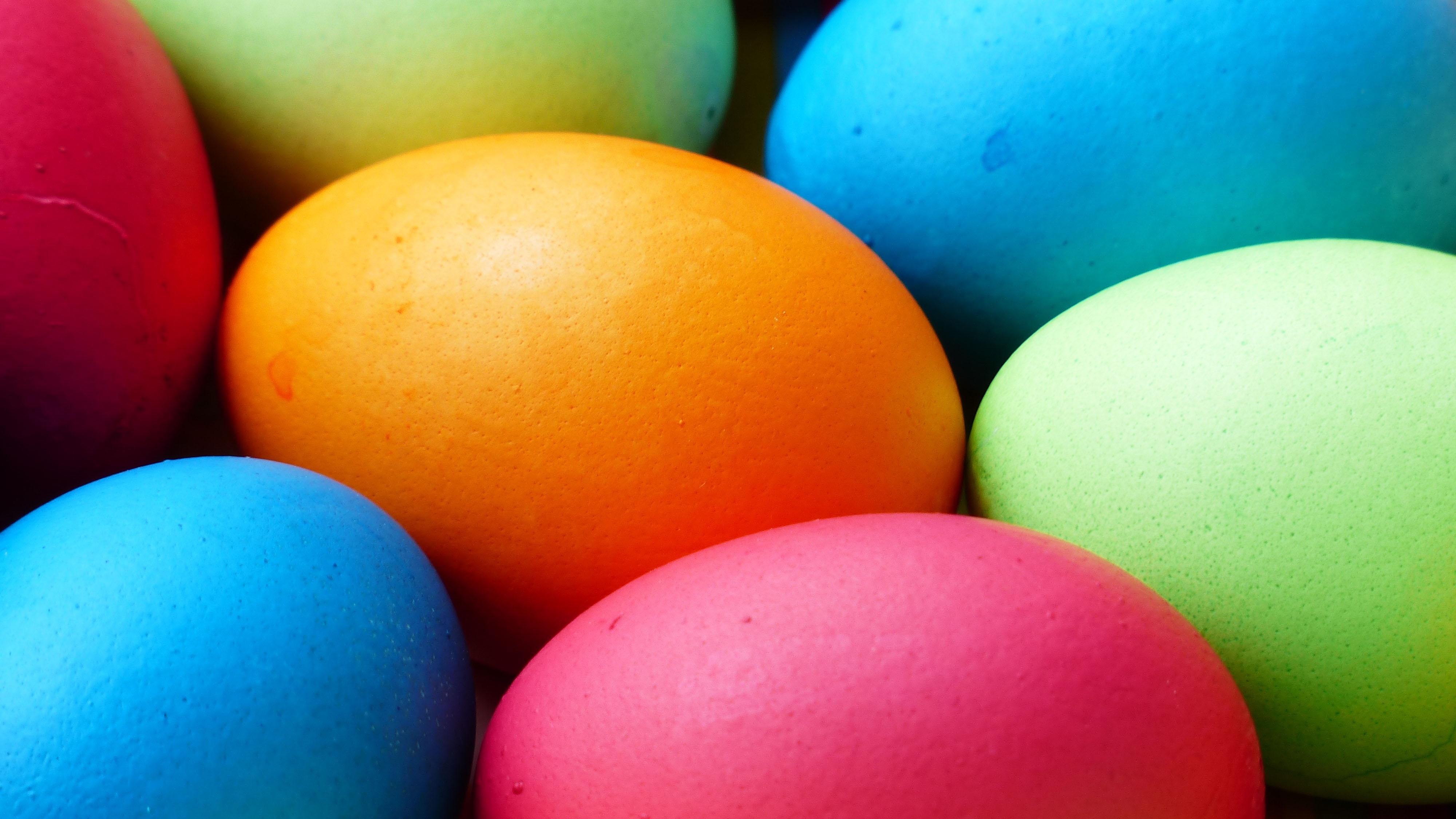 Hình nền màn hình máy tính những quả trứng tô màu
