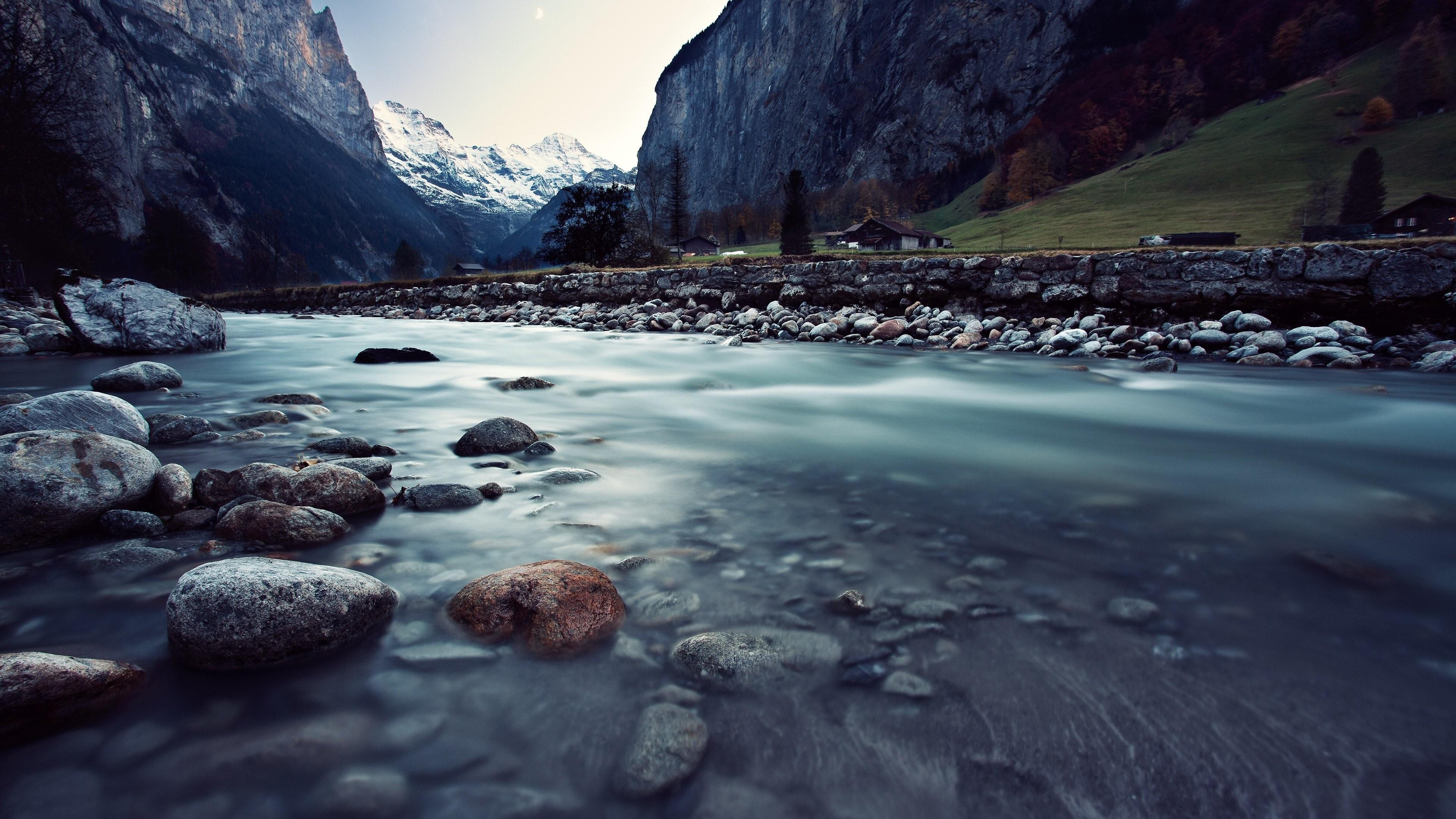 Hình nên con suối trong thung lũng