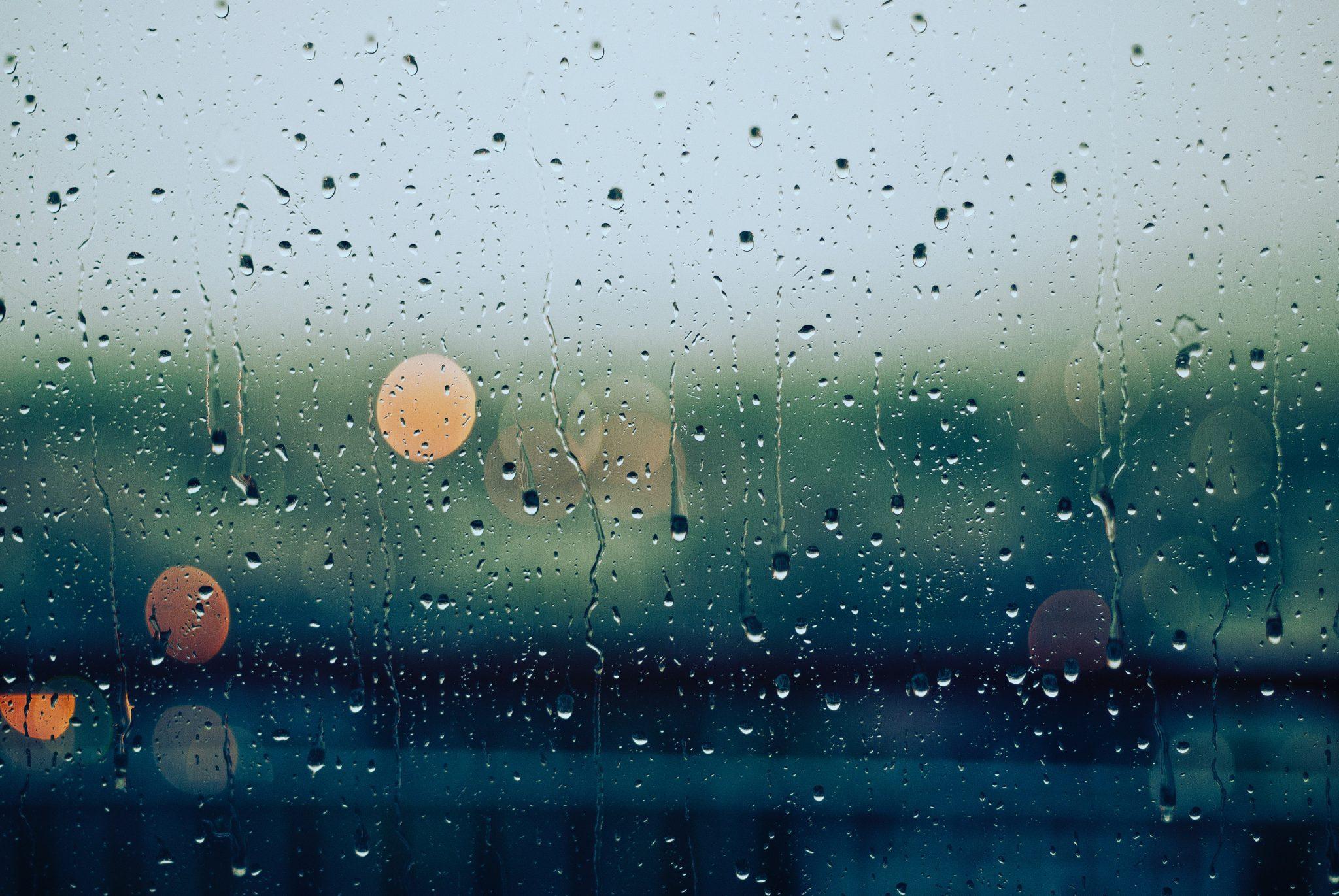 Hình nền mưa qua khung cửa kính cực đẹp