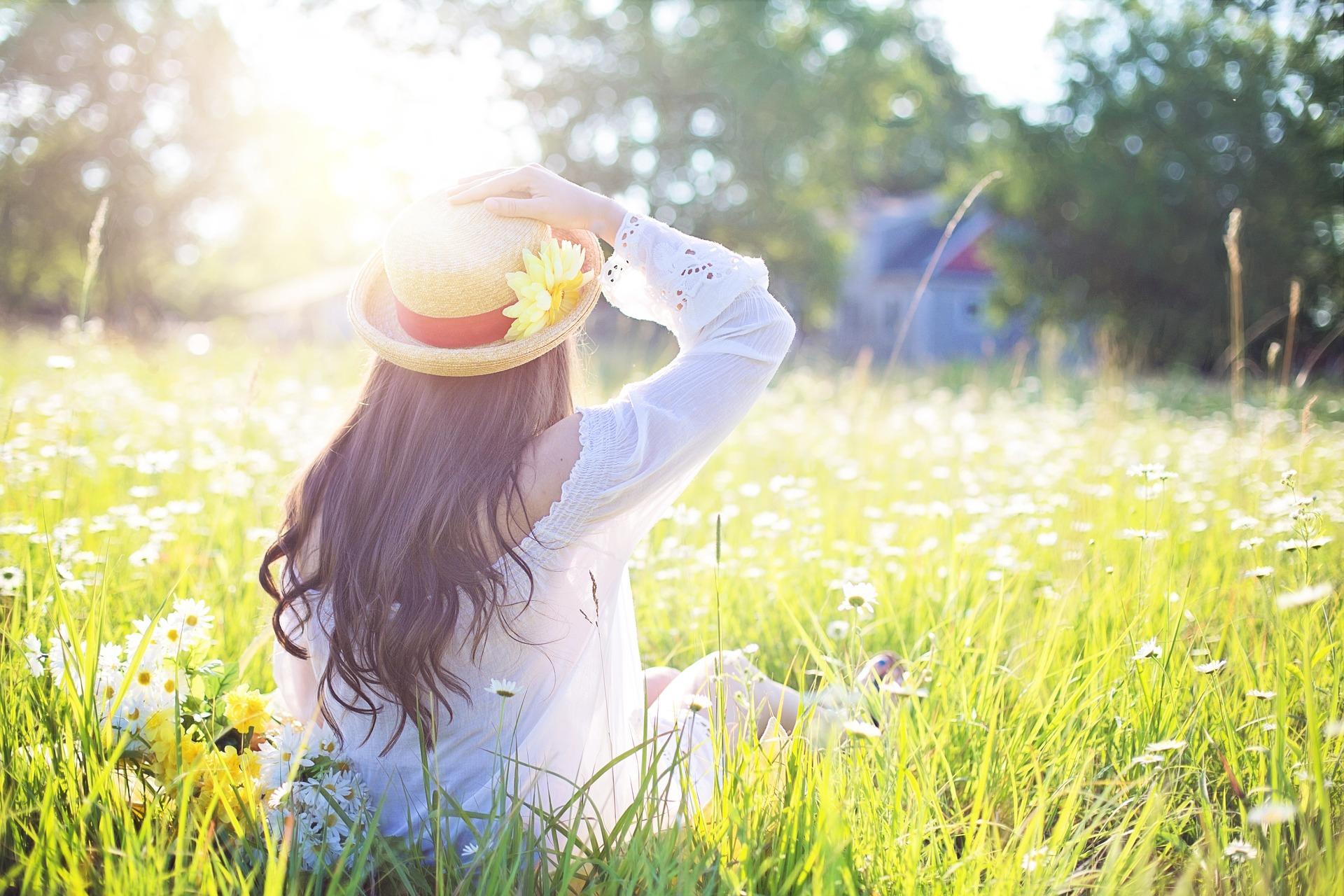 Hình nền người đẹp dưới ánh nắng mai