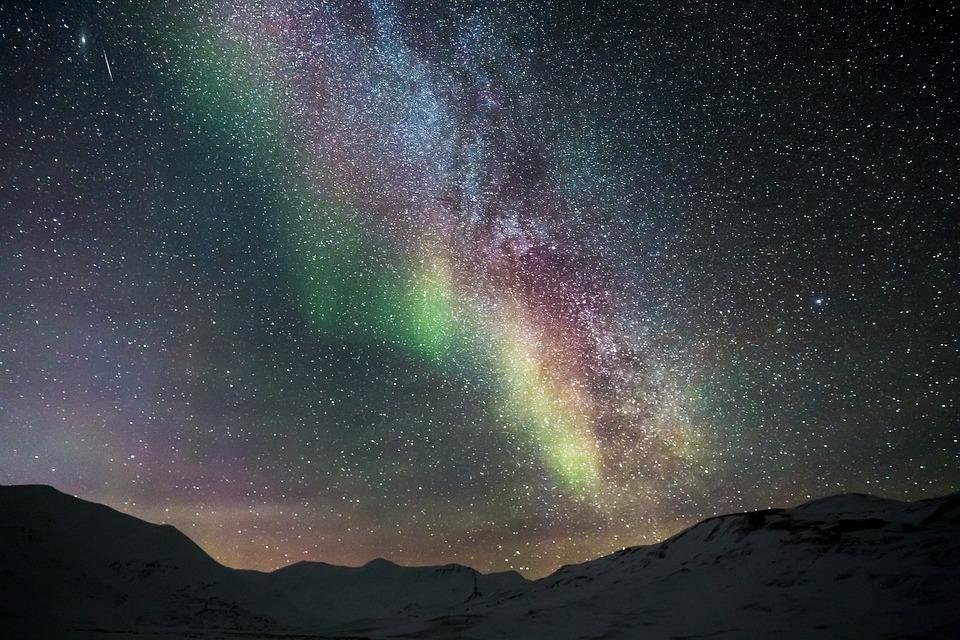 Hình ảnh dải ngân hà nhiều màu