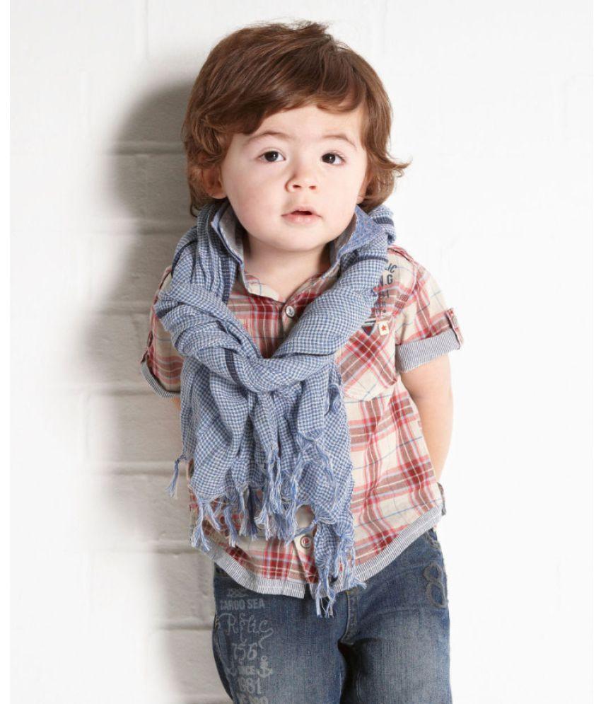 Em bé ăn mặc cực đẹp