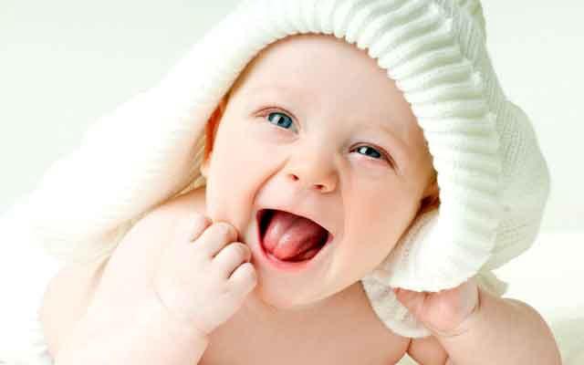 Em bé cực kỳ đáng yêu mũm mĩm