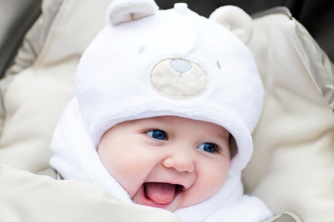 Em bé mới sinh với đôi mắt cực đẹp