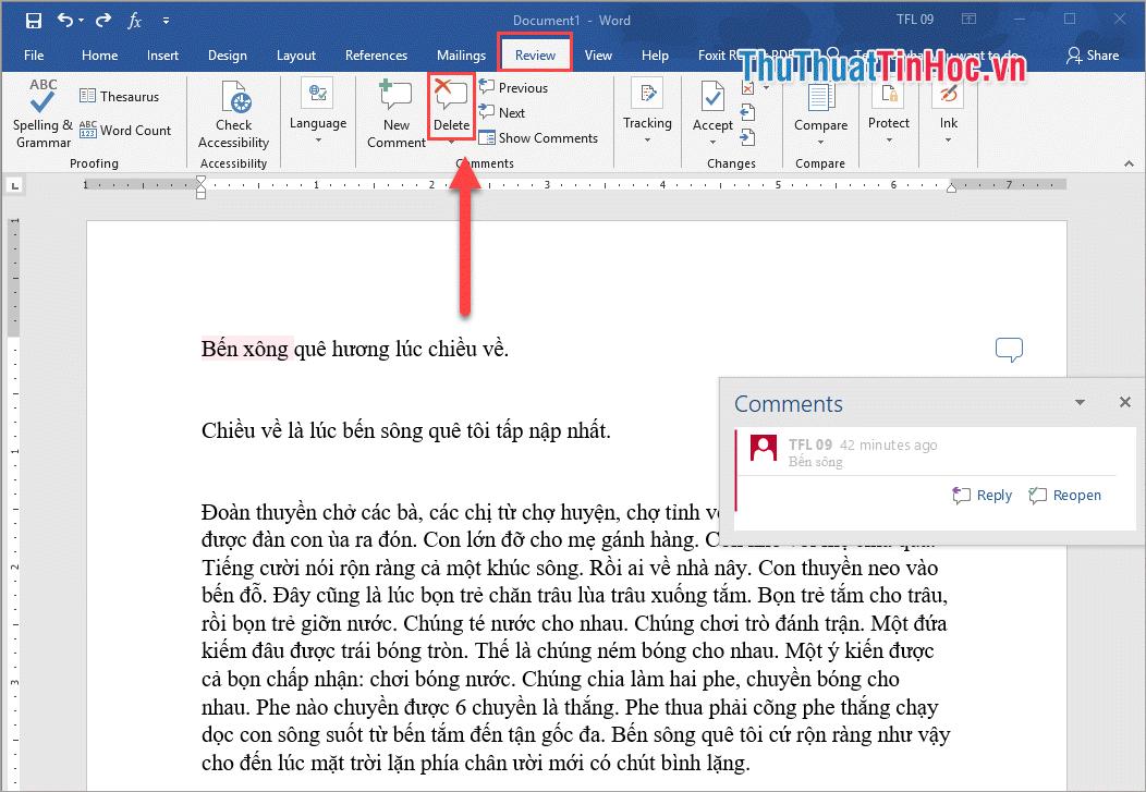 Chọn Comment cần xóa rồi chọn thẻ Review - Delete để tiến hành xóa Comment