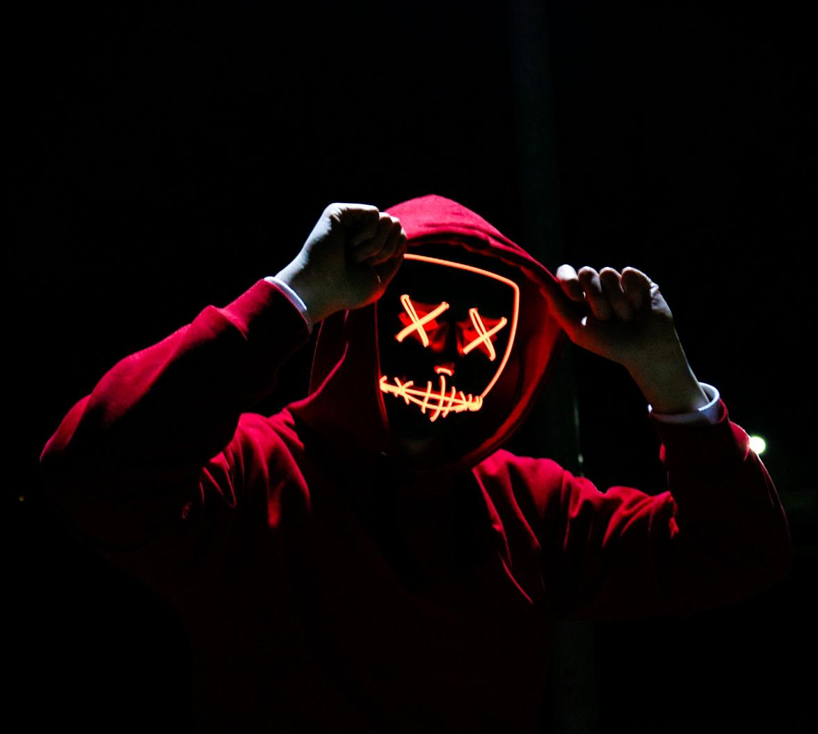 Hình ảnh Hacker áo đỏ mắt x cực đẹp